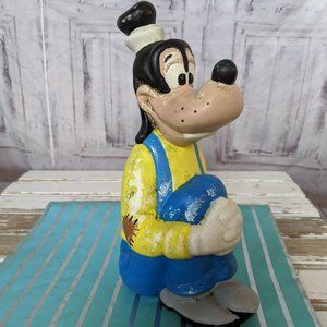 Vintage Walt Disney Goofy Sitting 9 in. Tall Garde